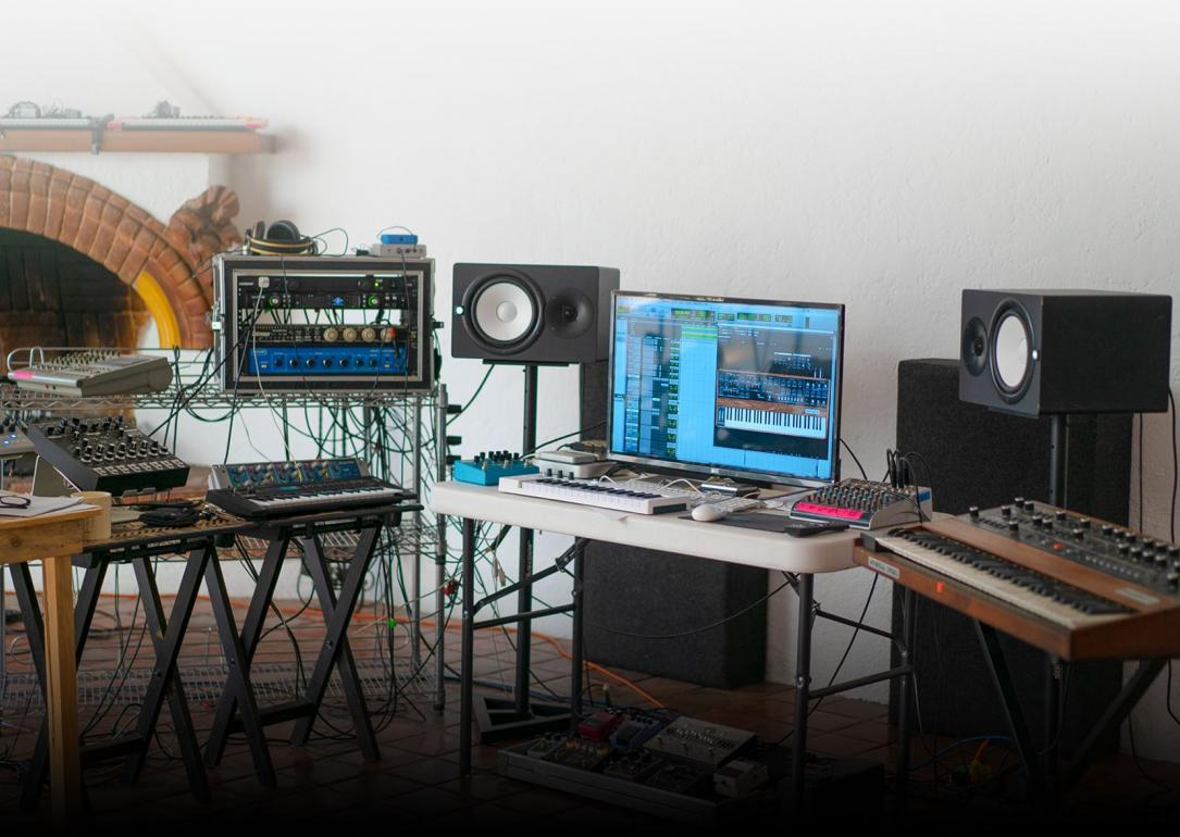 PC MIDI Center presenta el V Collection 8 de Arturia