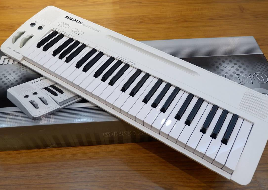 Midiplus: Easy Piano, i61 y AK490